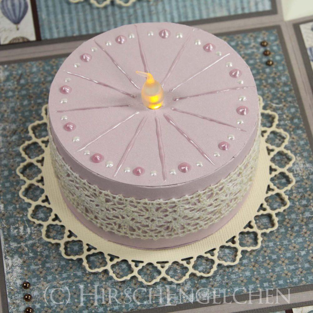 Nostalgische Explosionsbox mit leuchtender Torte